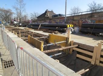 Výstavba tepelného napaječe Libeň – Holešovice (úsek Železničářů – areál THOL)